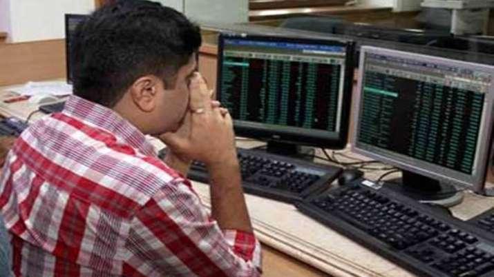Sensex plunges 297 pts; IndusInd Bank tanks 6.15 pc- India TV Paisa
