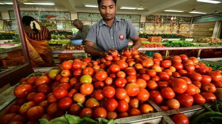 Tomatoes are available at Rs. 60-80 per kg in the Delhi-NCR market.- India TV Paisa