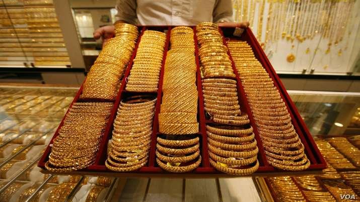 Gold rises Rs 118 on global cues, rupee depreciation- India TV Paisa