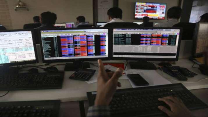 Sensex ends 216 pts lower; IT stocks fall- India TV Paisa