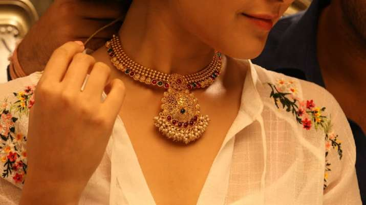 Gold price up Rs 80, silver gains Rs 101- India TV Paisa