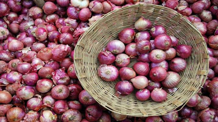 WB orders 800 tonne imported onion as prices inch closer to Rs 150 per kg- India TV Paisa