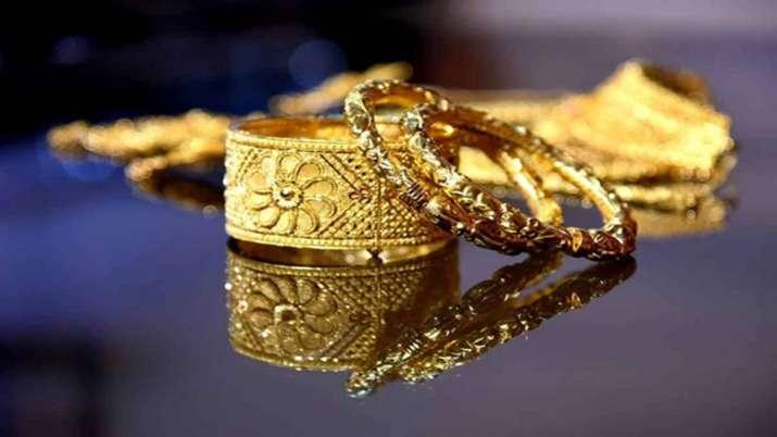 Gold, silver rise marginally on weak rupee- India TV Paisa