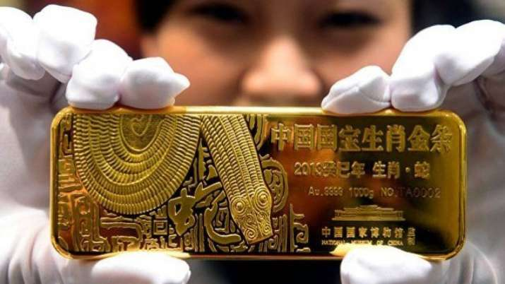 Gold futures soar Rs 857 to Rs 40,969 per 10 gm, Silver futures rise over 2 pc - India TV Paisa