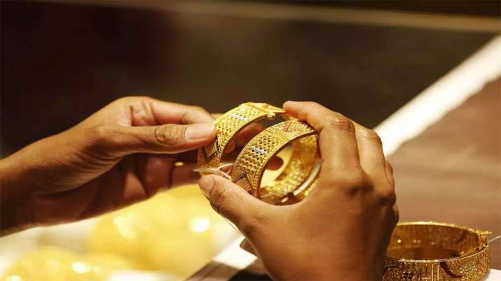 Gold eases by Rs 131, silver down Rs 590- India TV Paisa