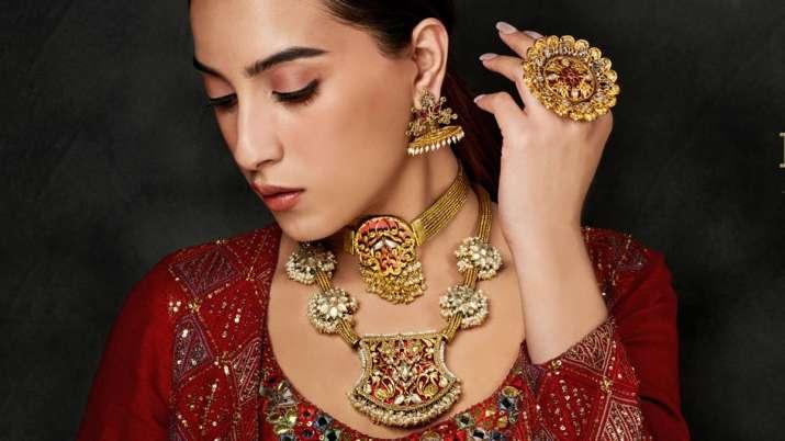 Gold, silver rise marginally- India TV Paisa
