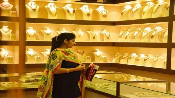 Gold drops Rs 182, silver tumbles Rs 1,083- India TV Paisa