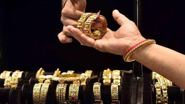 Gold jumps Rs 400 on wedding season demand- India TV Paisa