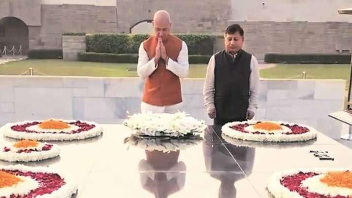 Jeff Bezos' India visit: Amazon CEO pays tribute to Mahatma Gandhi- India TV Paisa