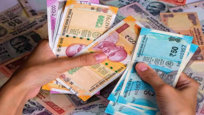 Rupee slips 10 paise to 71.43 against US dollar- India TV Paisa
