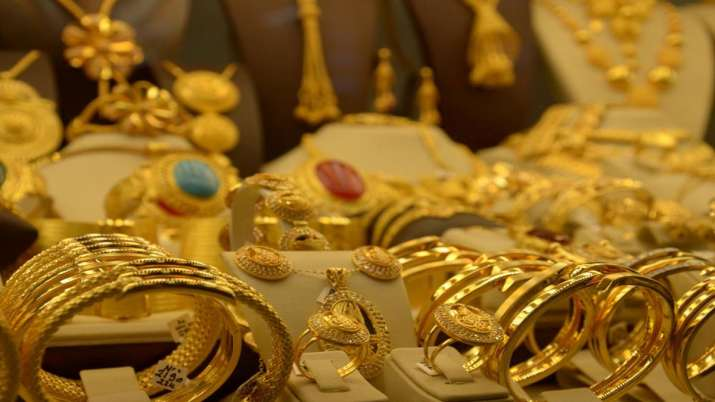 Gold falls Rs 233 on weak global prices- India TV Paisa