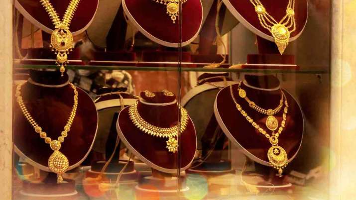 Gold jumps Rs 462 on global cues, silver soars Rs 1,047- India TV Paisa