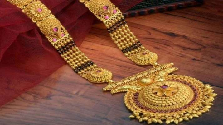 Gold prices advance Rs 112, silver moves up by Rs 94- India TV Paisa