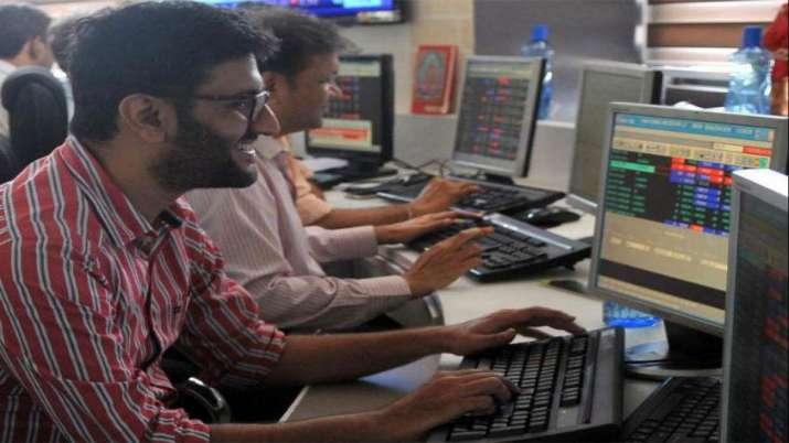Sensex snaps 4-session slide, soars 429 pts- India TV Paisa