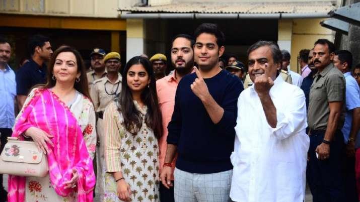 Mukesh Ambani, wife, children marginally raise shares in Reliance Industries- India TV Paisa