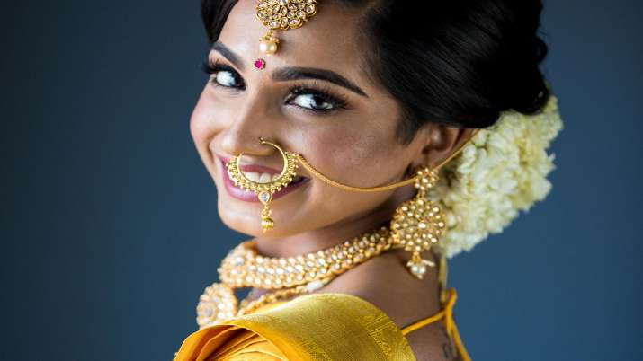 Gold rises marginally by Rs 6, silver falls Rs 58- India TV Paisa