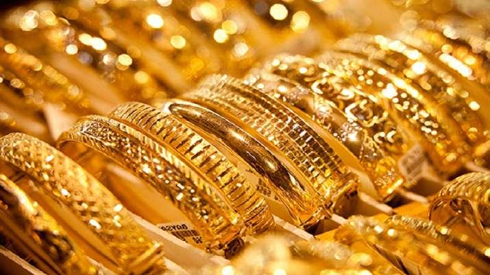 Gold marginally up by Rs 22 at Rs 45,063 per 10 gm- India TV Paisa