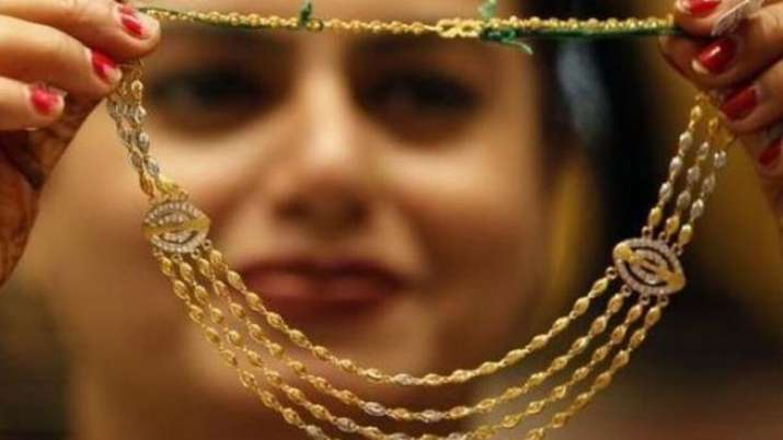 Gold prices rally Rs 455 on rupee depreciation, global cues- India TV Paisa