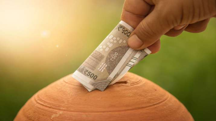 Govt may cut rate on small savings schemes in next quarter- India TV Paisa