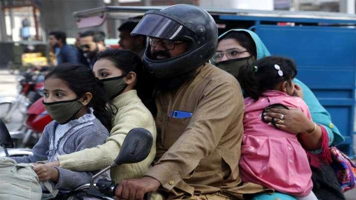 Photo of पाकिस्तान में भारत से ज्यादा हुई कोरोना वायरस से पीड़ितों की संख्या, 1 दिन में दोगुने से ज्यादा बढ़े मरीज