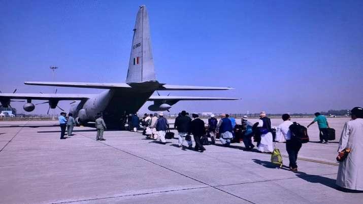 Photo of Coronavirus: Indian Air Force ने 57 लोगों को किया एयरलिफ्ट, सभी को पहुंचाया करगिल