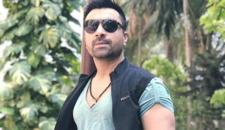 actor ajaz khan bigg boss contestant has been arrested earlier for many  reasons मॉडल से छेड़छाड़ से लेकर ड्रग्स मामले तक, एजाज खान को पहले भी इन  वजहों से किया जा चुका