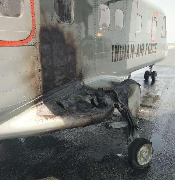 Photo of पालम एयरबेस पर टेक-ऑफ के दौरान विमान में आई गड़बड़ी, पायलट की समझदारी से टला हादसा