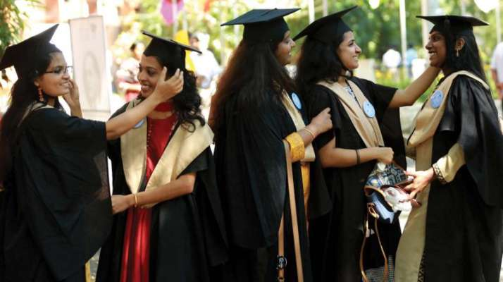 Offline convocation for Indian students in US amid...- India TV Hindi