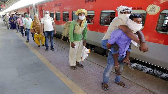 Photo of आज यूपी आएंगी 5 श्रमिक स्पेशल ट्रेनें, गुजरात महाराष्ट्र से आए मजदूरों के लिए लगाई गई 10 हजार बसें