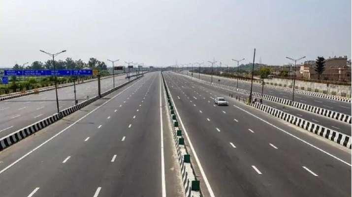 Road construction worth Rs 15 lakh crore in next 2 year says nitin gadkari,केंद्रीय मंत्री के मुताबि- India TV Paisa