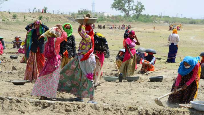 11 lakh UP labourers to be absorbed across projects in state- India TV Paisa