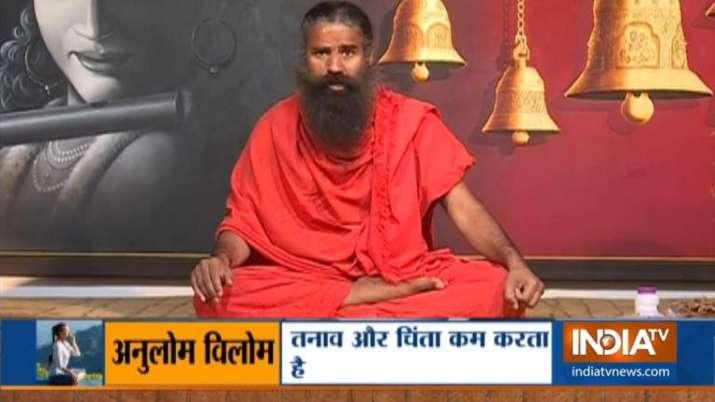 सिरदर्द या माइग्रेन से राहत दिलाने में मददगार साबित होगे ये योगासन- India TV Hindi