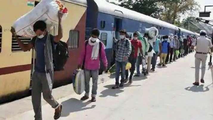 यूपी में अब तक 1018 श्रमिक स्पेशल ट्रेनों से 21 लाख लोग लौटे - India TV Hindi