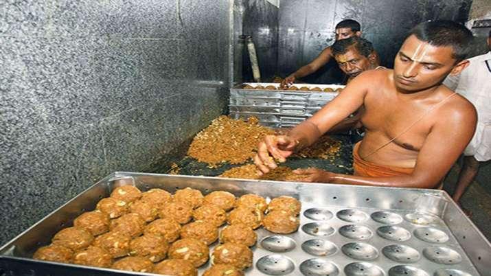 Photo of तिरुपति बालाजी मंदिर ने आंध्र प्रदेश में पहले दिन बेचे 2.4 लाख लड्डू, हुई 60 लाख रुपए की कमाई