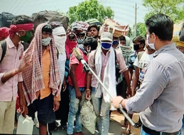 12 दिन चलकर जयपुर पहुंचे मजदूर, नहीं मिली कोई मदद, सरकार के दावों की खुली पोल- India TV Hindi