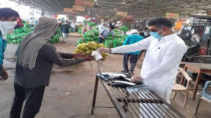 Coronavirus pandemic: IDFC First Bank distributed masks and gloves in Delhi's Azadpur mandi- India TV Paisa