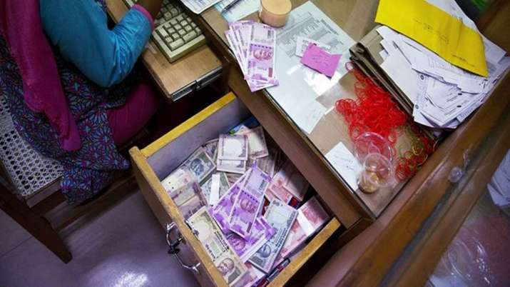 Advance Tax Collection Falls 31% In June Quarter - India TV Paisa