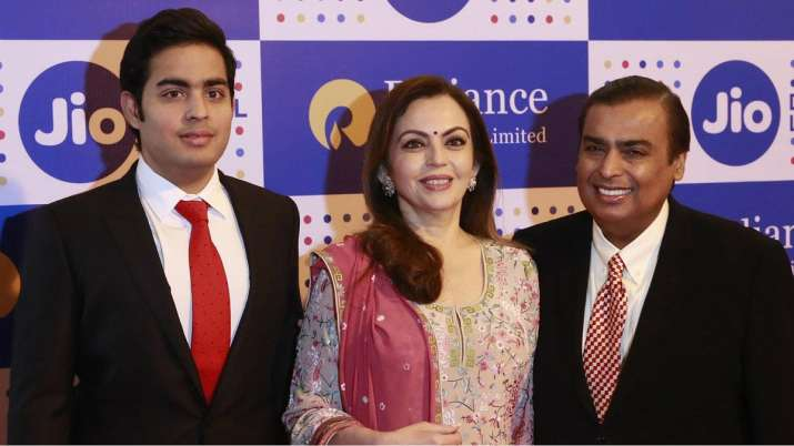 Mukesh ambani with Nita Ambani- India TV Paisa