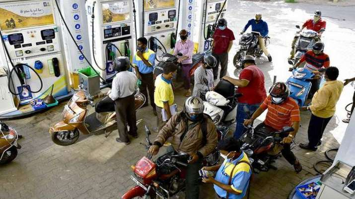 Petrol and diesel prices at Rs 80.13/litre and Rs 80.19/litre  respectively in Delhi - India TV Paisa