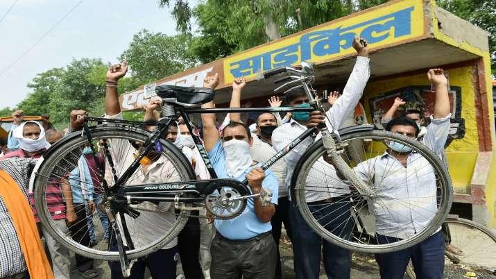 Photo of नौकरियां बचाने के लिए अपनी नीति एवं योजना स्पष्ट करे सरकार: प्रियंका