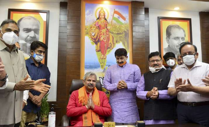 Photo of दिल्ली बीजेपी में गुटबाजी की बीमारी का इलाज करने में जुटे नए प्रदेश अध्यक्ष