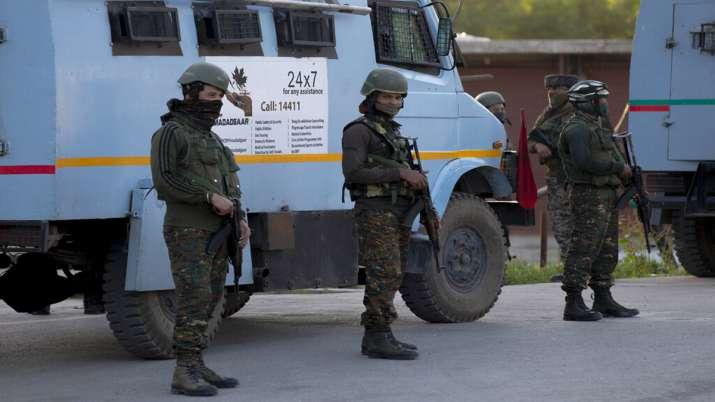 Photo of जम्मू कश्मीर: कुलगाम के आतंकियों से मुठभेड़ शुरू, सुरक्षाबलों ने ने एक आतंकी को किया ढेर