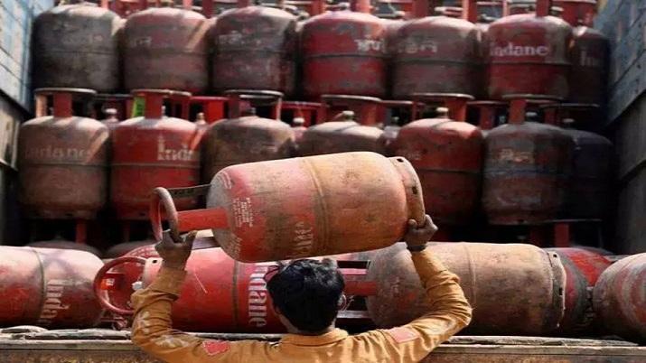 Himachal becomes first state in country with 100% LPG gas connection । हिमाचल शत-प्रतिशत LPG गैस कनेक्शन वाला देश का पहला राज्य बना: मुख्यमंत्री - India TV Hindi News