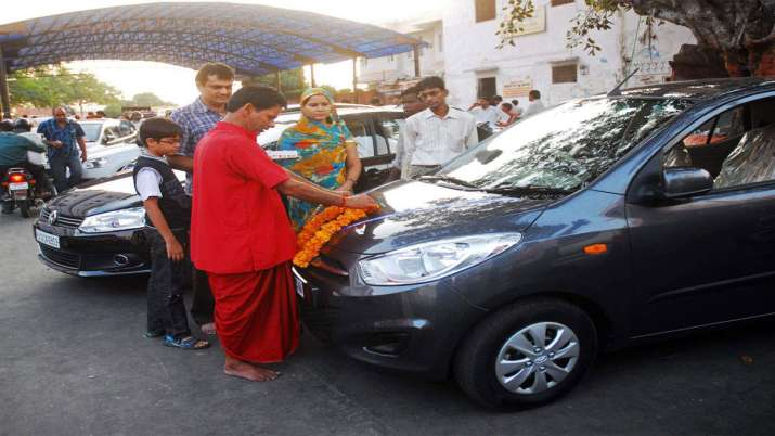 Passenger vehicle sales in India decline 49.59 pc in June- India TV Paisa