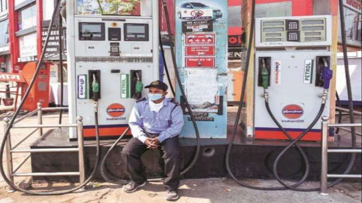 Diesel getting expensive while petrol holds the ground- India TV Paisa