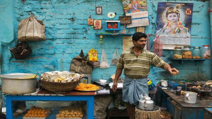 Hawkers can now avail Rs 10K loan scheme through common service centres: CSC e-Governance- India TV Paisa