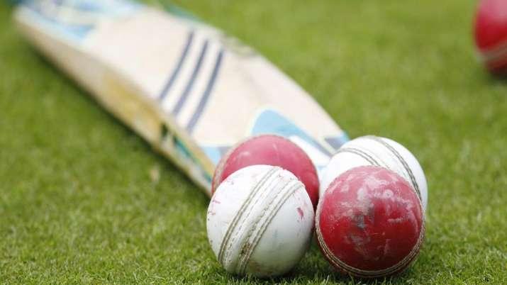 Photo of नोएडा में बिना इजाजत खेल रहे थे क्रिकेट मैच, पुलिस ने 51 लोगों को किया गिरफ्तार