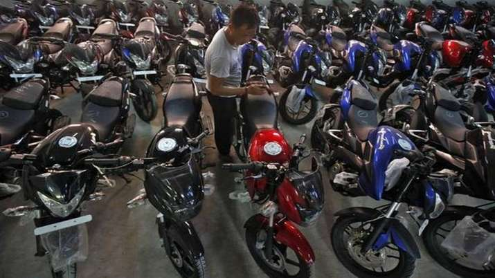 Bajaj Auto sales drop 33 pc to 2,55,832 units in July- India TV Paisa