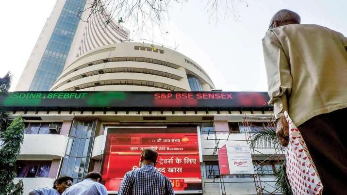 Sensex rallies over 300 pts in early trade; Nifty tops 11,150- India TV Paisa