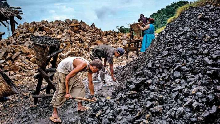 Coal India revises production target to 650-660 mn tonne in FY'21- India TV Paisa